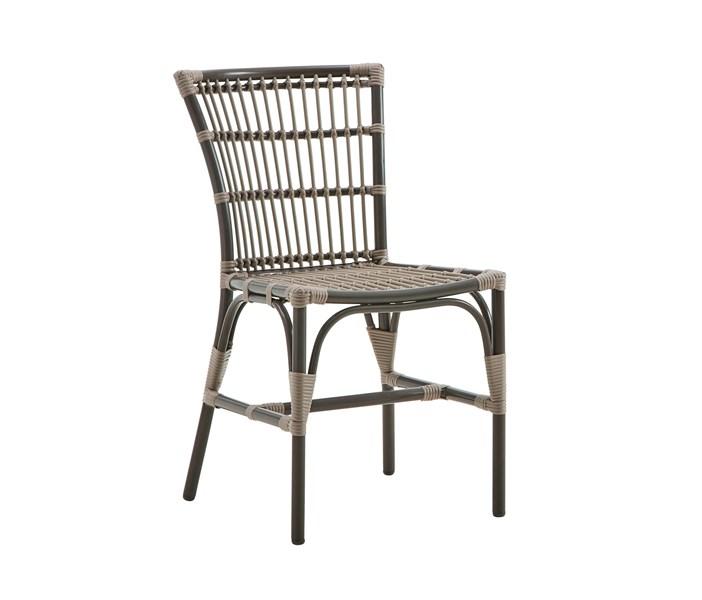 giá bàn ghế ăn mây là bao nhiêu?