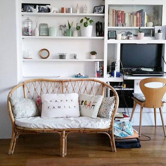 Bàn ghế ngoài công năng sử dụng ra thì còn là đóng vai trò như một món đồ trang trí